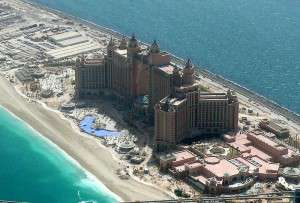 800px-Atlantis_The_Palm_on_8_May_2008_Pict_1