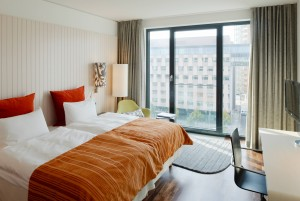 Scandic Berlin Potsdamer Platz_Bedroom in autumn design